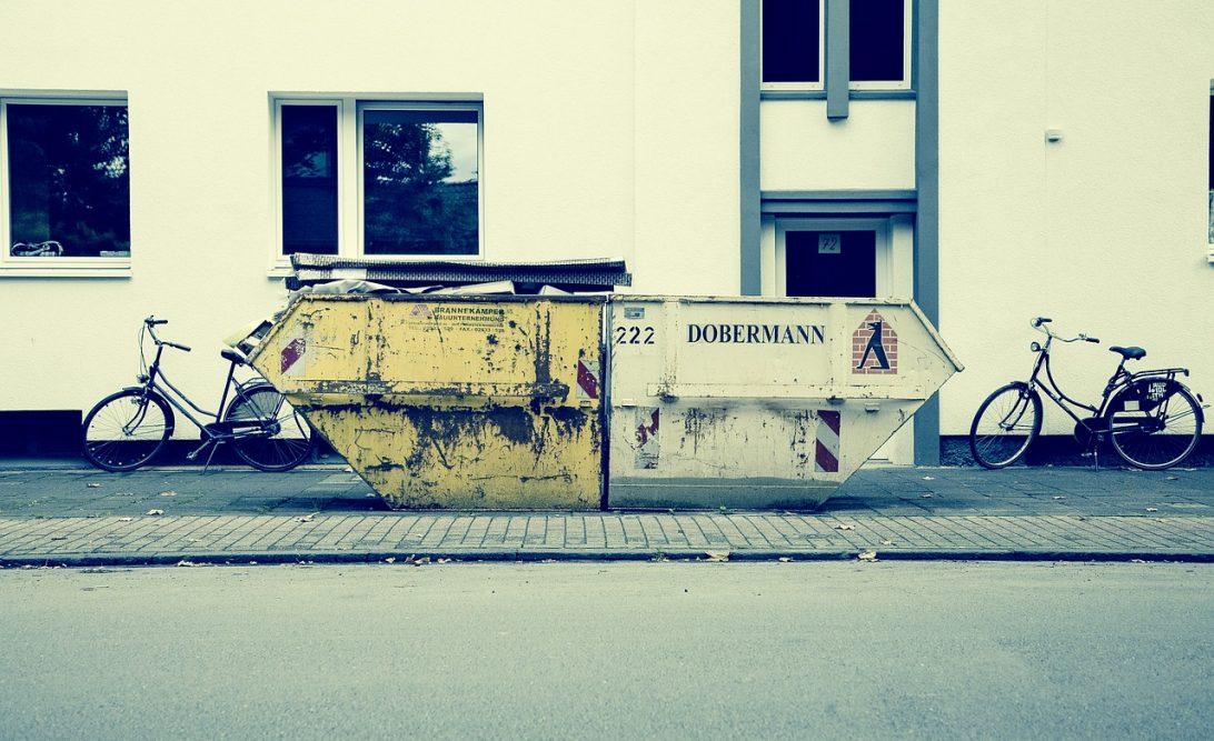 Wynajem kontenera na gruz lub kontener na śmieci w Warszawie.